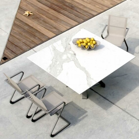 Joli - table et chaises en vente sur Direct-D-Sign.com